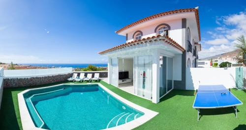 The swimming pool at or close to Luxury Villa Ocean View