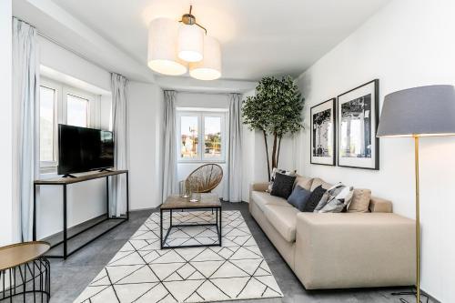 Uma área de estar em Gloria Suites by LxWay
