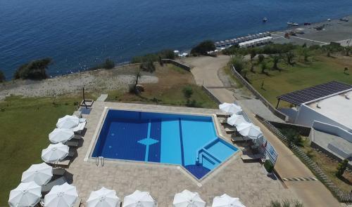 O vedere a piscinei de la sau din apropiere de Samothraki Beach Apartments & Suites Hotel