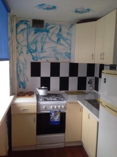 Кухня или мини-кухня в Квартира на проспекте Луначарского