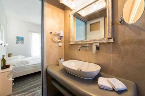 A bathroom at Apartments Tarsa