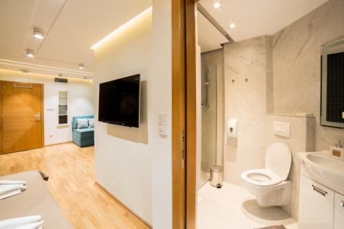 A bathroom at Belgrade Center Luxury Apartments