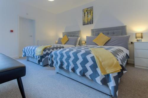 A bed or beds in a room at Norfolk Flats