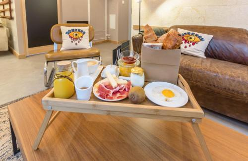 Breakfast options available to guests at Hôtel Particulier - Bordeaux St Jean