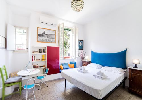 A bed or beds in a room at Rent in Rome - Queen