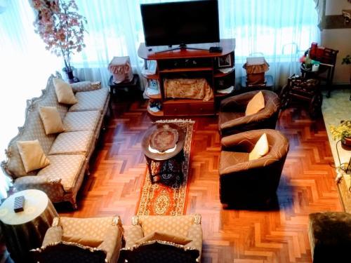 El salón o zona de bar de Residencial Belle Maison