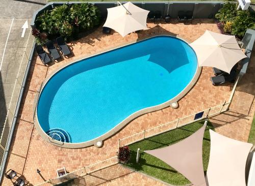 A view of the pool at Solnamara Beachfront Apartments or nearby