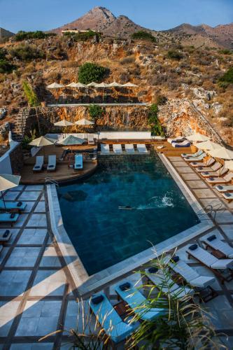 Pemandangan kolam renang di Elounda Orama atau berdekatan