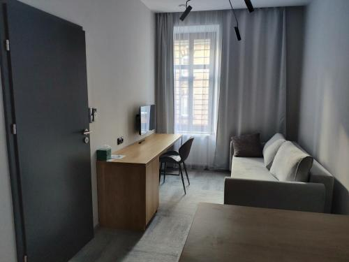 Uma área de estar em H33 Apartamenty