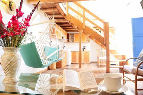 Zona de estar de Nice and cozy, wooden apartment in center of Cusco