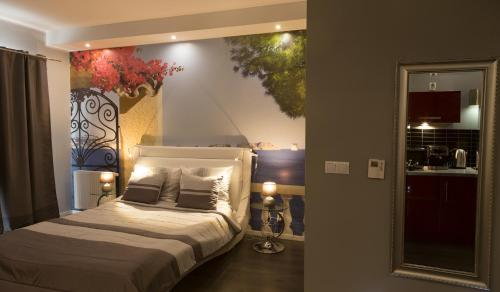 A bed or beds in a room at Apartament Onyx