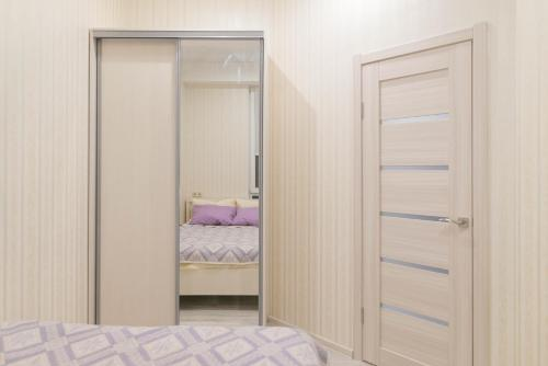A bed or beds in a room at Apartment on Kostromskaya 177/6