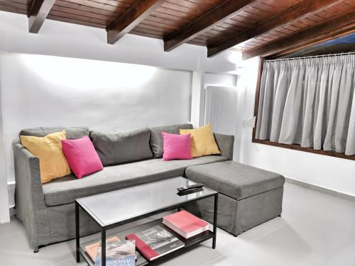 A seating area at Vivo Apartments