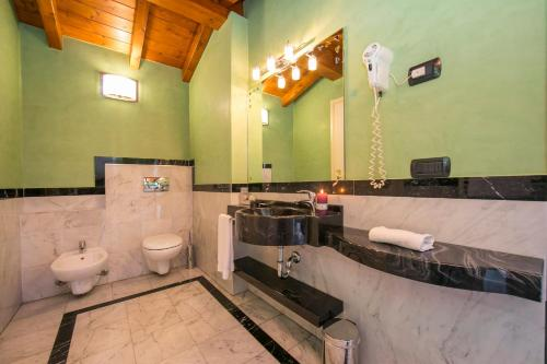Ternate Apartment Sleeps 2 Air Con 욕실