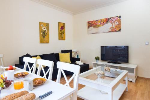 Ein Restaurant oder anderes Speiselokal in der Unterkunft Key Sagrada Familia Apartments