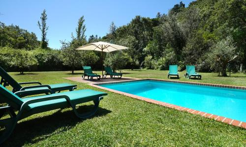 The swimming pool at or near Cabana do Bispo