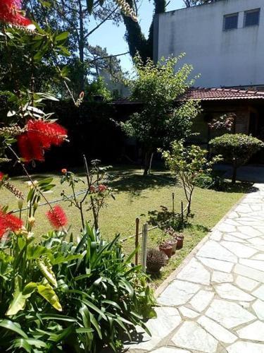 Un jardín fuera de Tejas Verdes Alojamiento Familiar