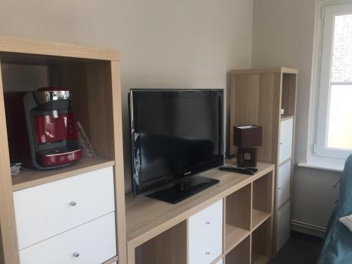 Een TV en/of entertainmentcenter bij Charmant studio
