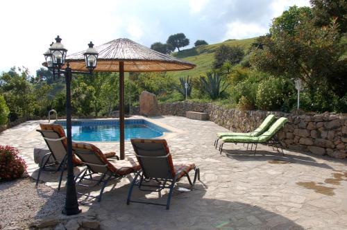 The swimming pool at or near Cortijo Lagarín