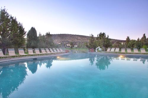 The swimming pool at or near Eagle Crest Resort Vacation Rentals