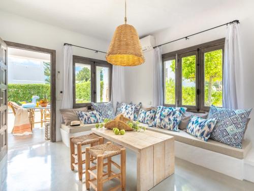 Een zitgedeelte bij Villas S'Argamassa