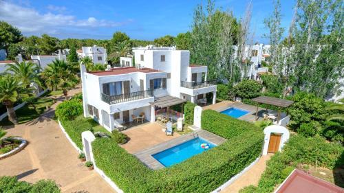Uitzicht op het zwembad bij Villas S'Argamassa of in de buurt