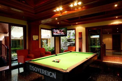 A pool table at Reuan Thai Villa