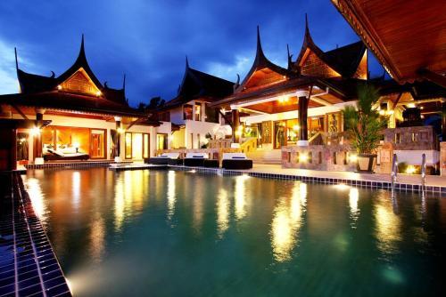 The swimming pool at or near Reuan Thai Villa