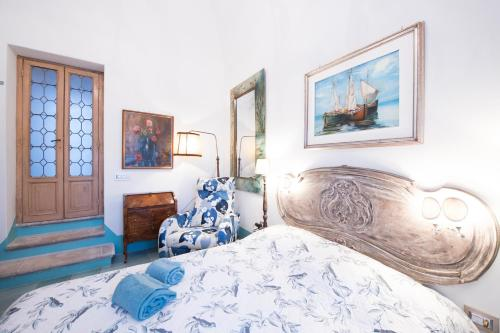 A bed or beds in a room at Perla nel blu
