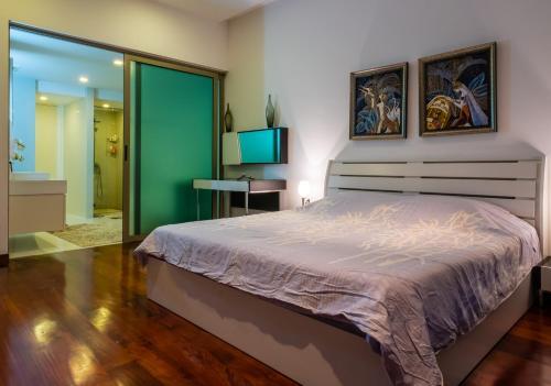 Кровать или кровати в номере Sanctuary Wangomat Condominimum