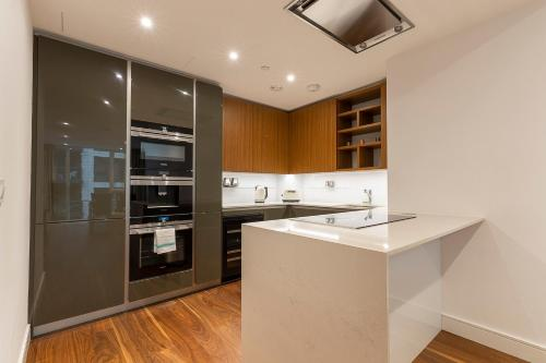 Küche/Küchenzeile in der Unterkunft Charming 2BR apt in Battersea by Wandsworth Town