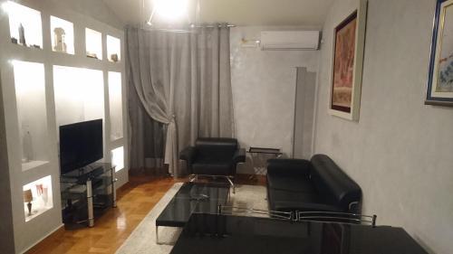A seating area at Apartman Nikic