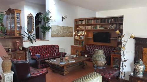 A seating area at Olgiata 84