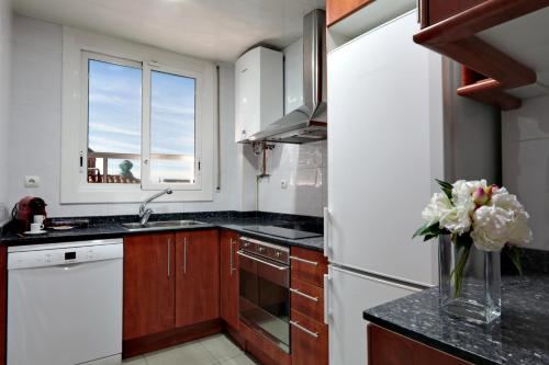 A kitchen or kitchenette at Classbedroom Apartments IV