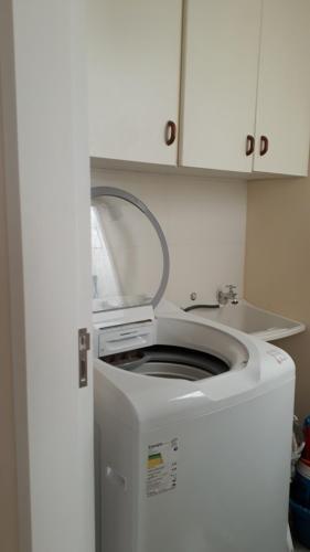 Una cocina o zona de cocina en Excelente apartamento, 2 dormitórios, 200 m do mar