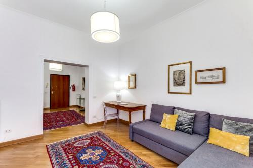 A seating area at Charming 6 guests flat 10 minutes from Vatican