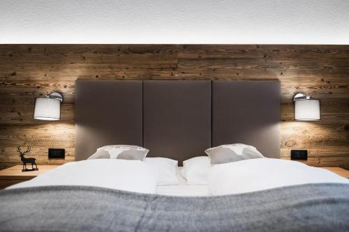 A bed or beds in a room at Alpine Chalet Sauter