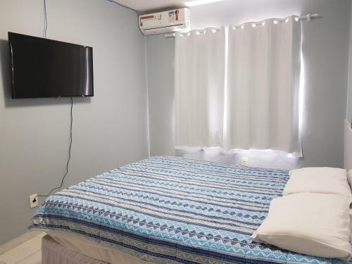 A bed or beds in a room at 02 Quartos próximos ao mar