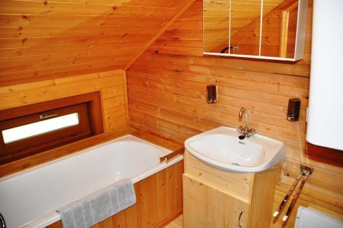 A bathroom at Almhaus Weißmann