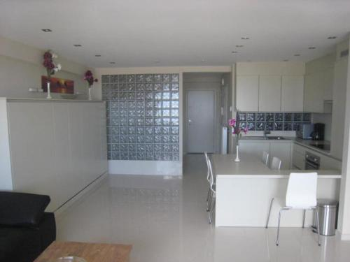 A kitchen or kitchenette at Golden Trust Apartments