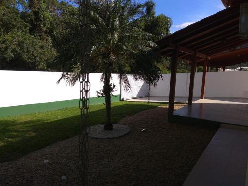 A garden outside Casa de temporada