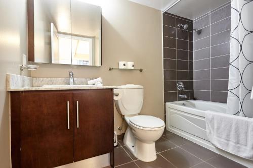 Et badeværelse på Atlas Suites Wellington - Furnished Apartments
