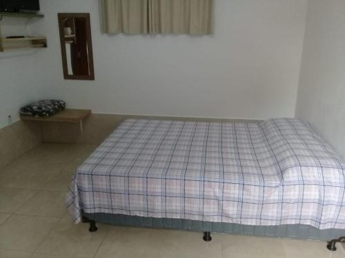 A bed or beds in a room at Chalé Da Fran