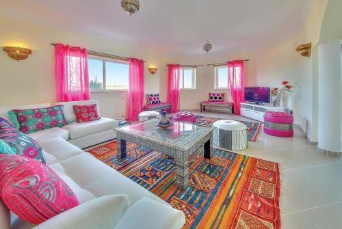 A seating area at Salgados Villa Sleeps 6 Air Con WiFi