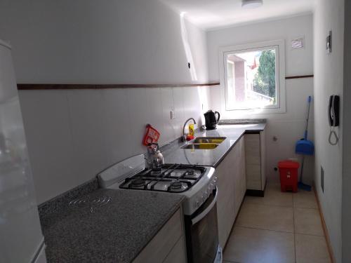 Una cocina o kitchenette en Depto céntrico San martín de los andes