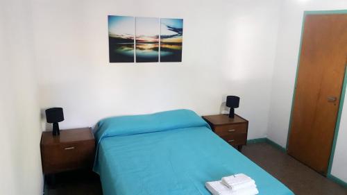 Una cama o camas en una habitación de Departamento Legacy