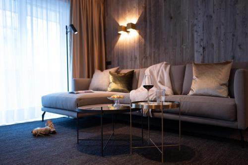A seating area at SISSI SUITES | luxury apartments | Mayrhofen