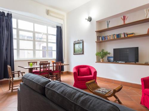 A seating area at RSH Trevi Fountain Apartments
