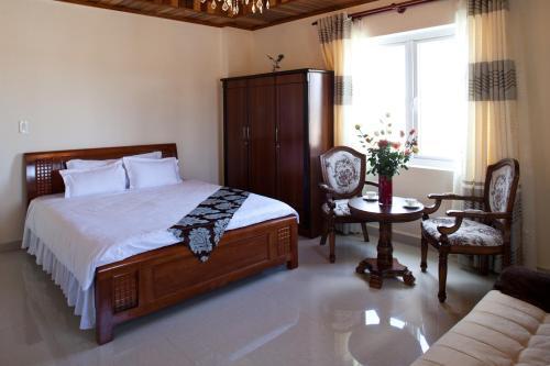 A bed or beds in a room at Villa Du Lac Da Lat