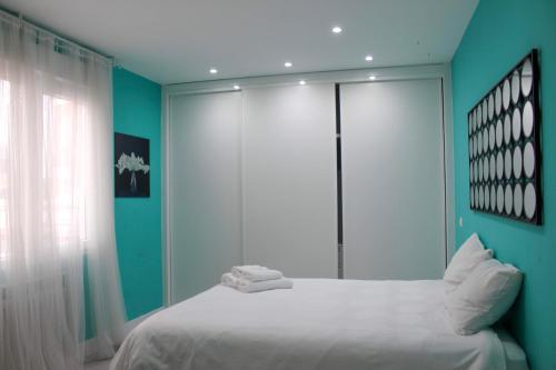 A bed or beds in a room at Puerta Del Sol Apartment - 1BR 1BT